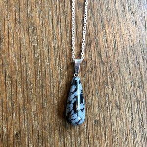 Jewelry - Snowflake obsidian stone necklace NWT